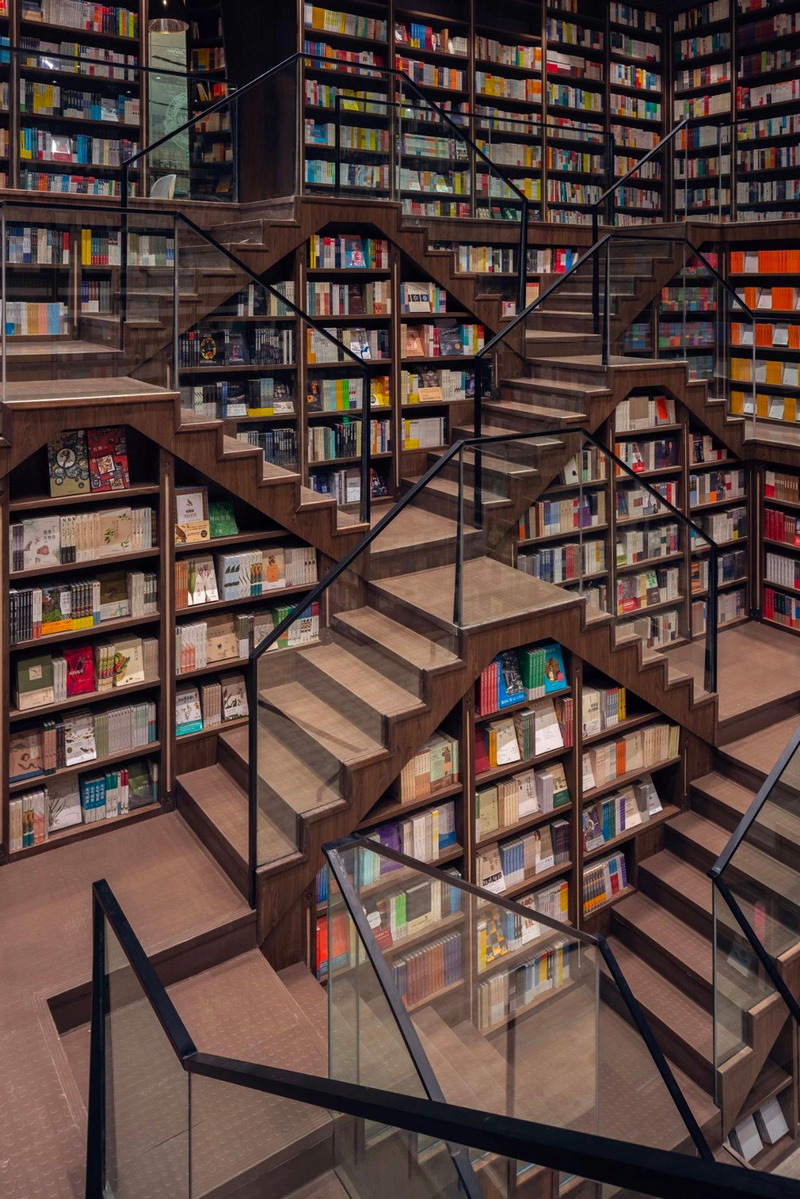Mirrored ceilings have transformed a Chinese bookstore into fairy mazes