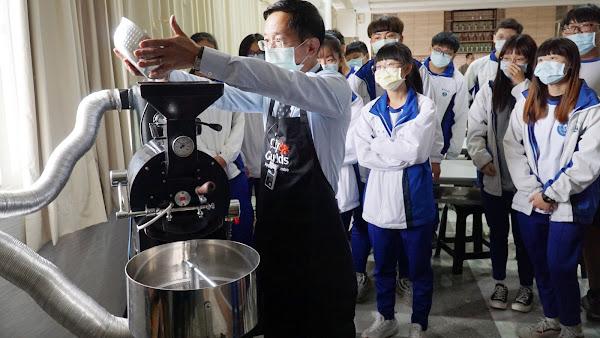 水里商工體驗一日大學生活 親手完成咖啡豆烘豆體驗
