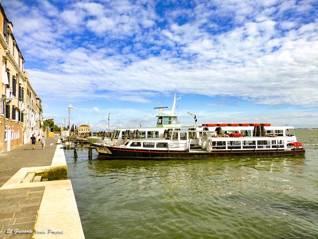 Vaporettos en Fondamenta Nueva - Cannaregio, Venecia por El Guisante Verde Project