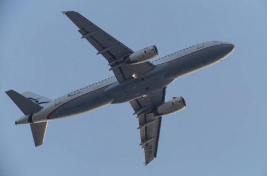Avión que iba desde RD aterriza de emergencia tras explotársele bolsa de cocaína a una joven