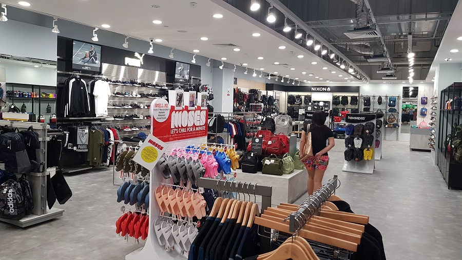 5b7d78f406 Industry Overview: Indian population is purchasing apparel and footwear  more frequently according to the changing fashion trends.