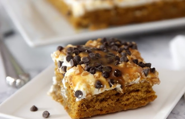 Caramel Pumpkin Poke Cake #cake #desserts