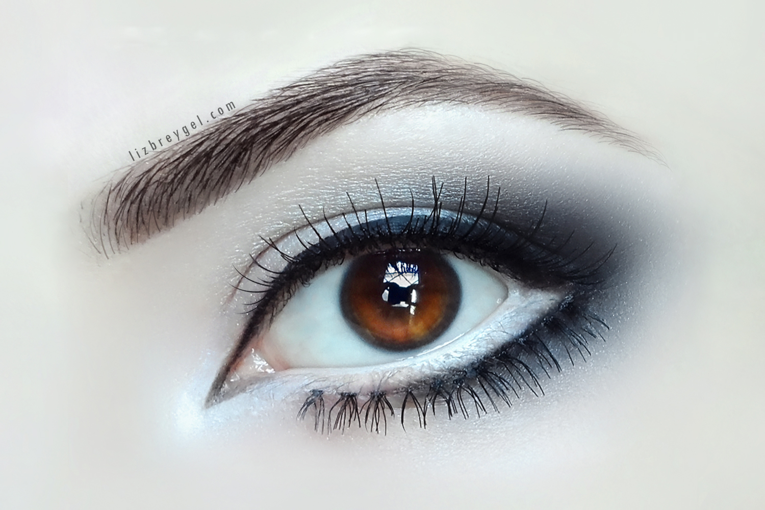 eye enlarging makeup close up
