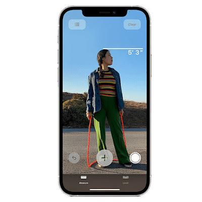 هواتف الآيفون 12 يمكنها قياس طول الشخص بفضل مستشعر LiDAR