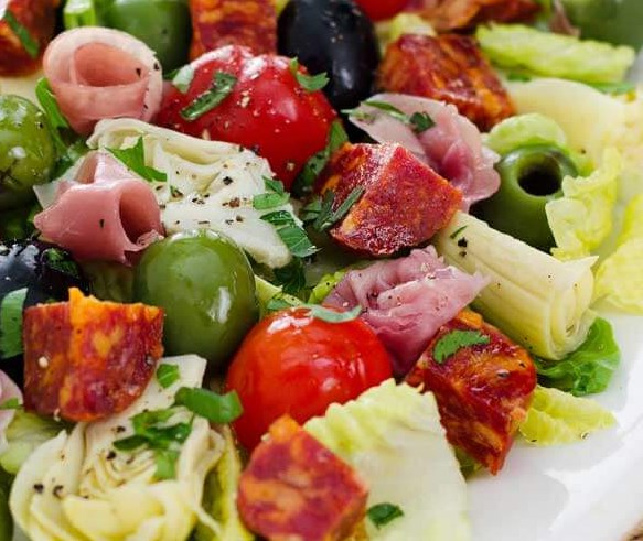 ANTIPASTO SALAD WITH EASY ITALIAN DRESSING #vegetarian #veggies