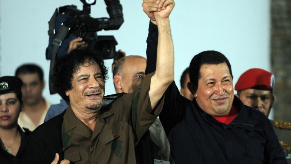 M. Kadafis (kairėje) ir H. Čavezas