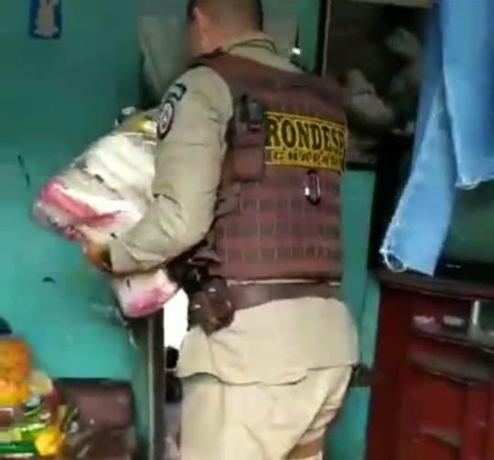 Rondesp Chapada faz doação de cestas básicas à família carente em Itaberaba