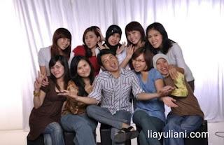 Foto bersama rekan kerja