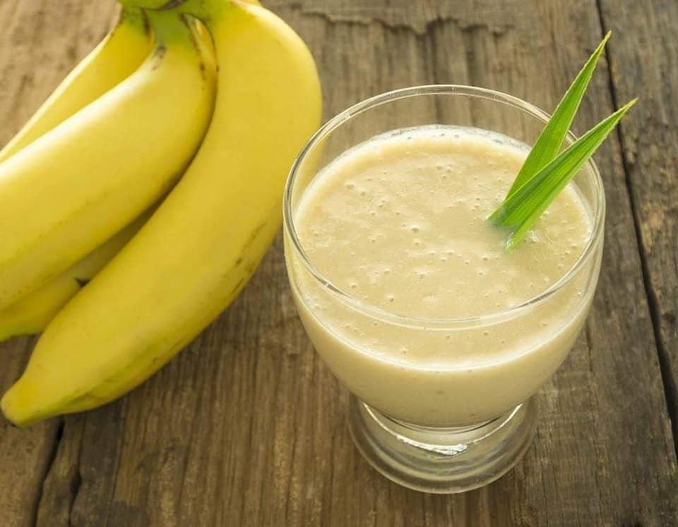 عصير الموز باللبن الرائب