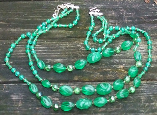 1960s vintage beaded necklace in green