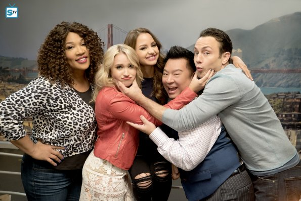 Young and Hungry - Season 4 - Cast Promotional Photos
