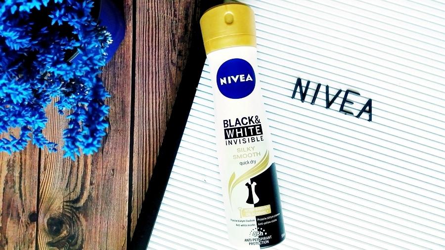 Bez plam na ubraniach?    Nivea • Black & White Invisible Silky Smooth, antyperspirant w sprayu dla kobiet