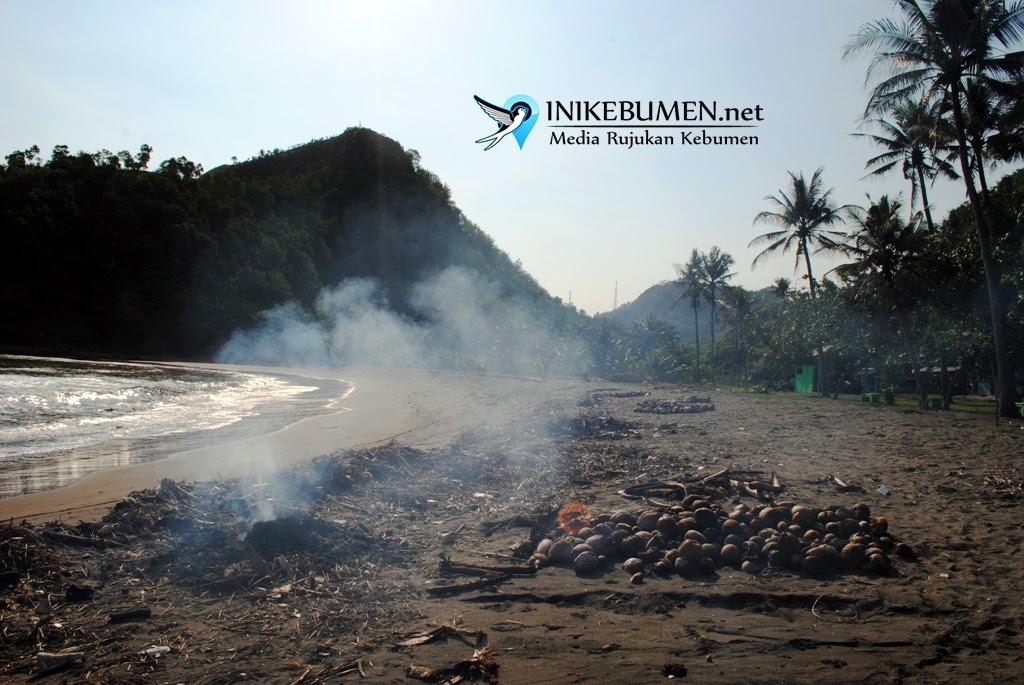 Dua Pemancing Dikabarkan Hilang Diseret Ombak Pantai Karangbolong