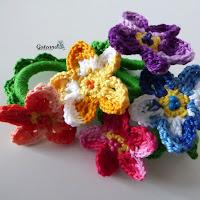 http://gateandocrochet.blogspot.com.es/2015/03/servilleteros-de-flores.html