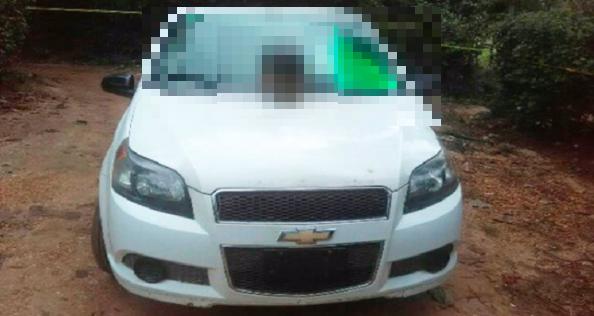 Con 'narcomensaje' y gorra del CJNG encuentran cabeza cercenada sobre automóvil en Veracruz