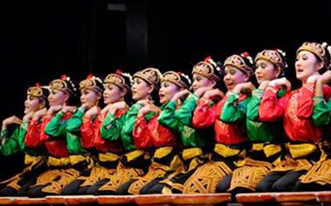 Penampilan tari saman asli Aceh Indonesia