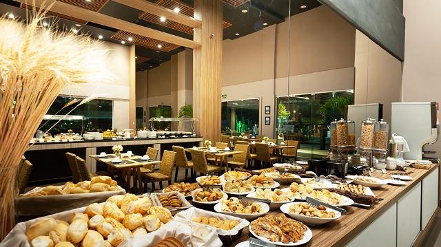 Café da Manhã do Restaurante Pelicano no Matiz Oásis Cabo Frio Hotel