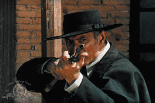 review dollars trilogy for a few dollars more