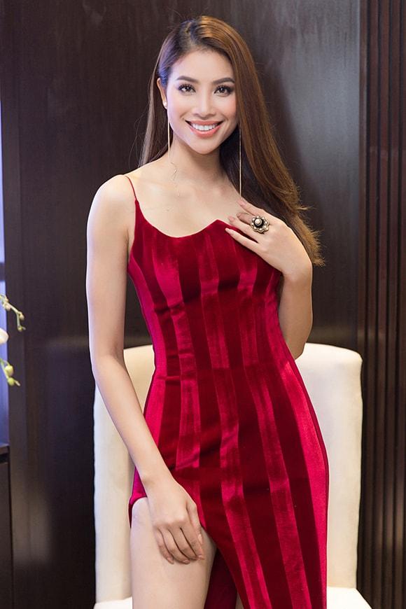 Phạm Hương diện váy xẻ cao vút khoe chân dài miên man sau khi trở về từ Indonesia - Ảnh 2