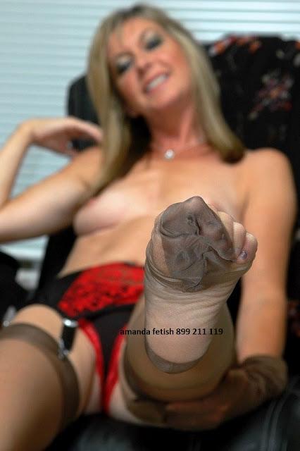 amanda fetish lady con piedi da odorare - telefono erotico in diretta