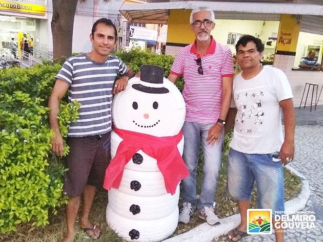 Prefeitura de Delmiro Gouveia inicia instalação da decoração natalina na parte central da cidade