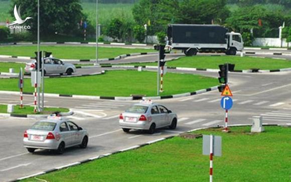83 giáo viên dạy lái xe ở TP.HCM xài bằng giả, Sở GTVT vẫn 'vô can'