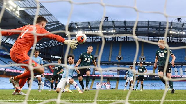 Man city midfielder David Silva scores in 5-0 win over Burnley in the Premier League