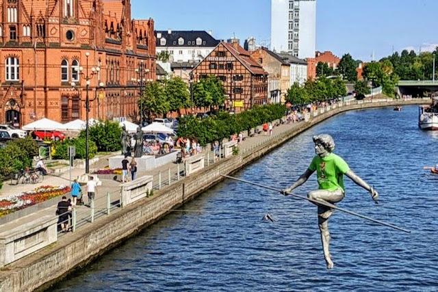 Poznan to Bydgoszcz: Bydgoszcz tightrope walker