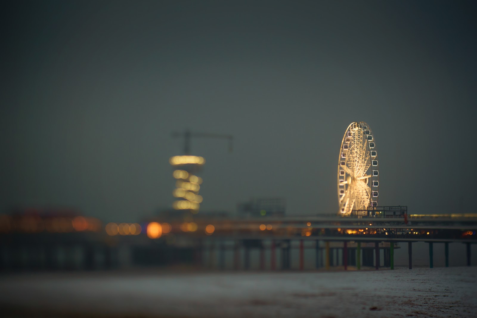 Lensbaby edge 50 image of Scheveningen beach by Willie Kers