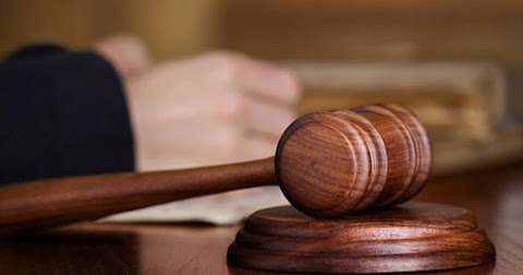 Álrendőrként csalt ki pénzt a három férfi Ecséden