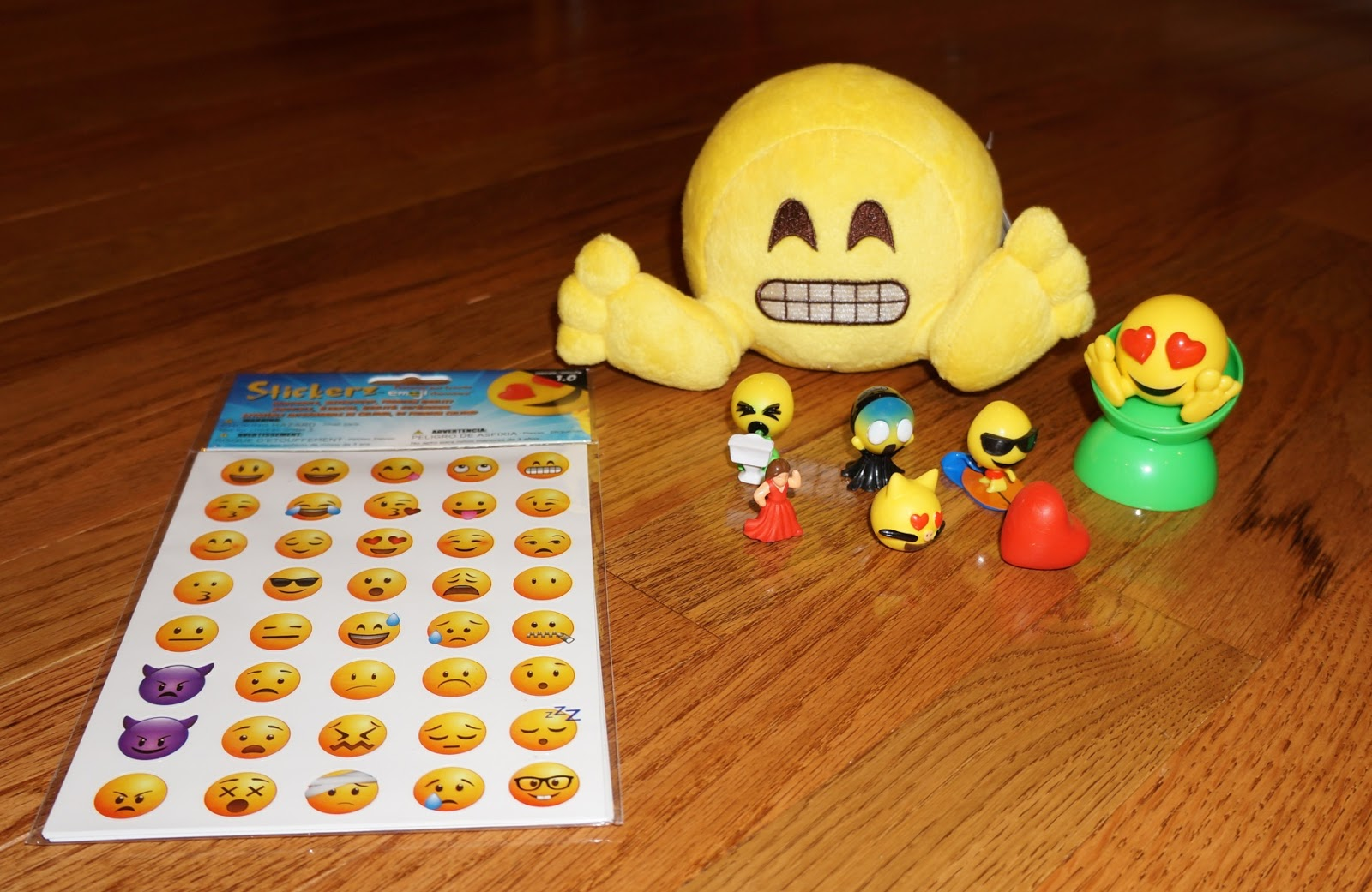 Evan and Lauren\'s Cool Blog: 10/6/16: Emojiez Stocking Stuffers for ...