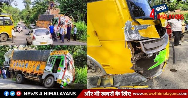 हिमाचल में आज तीसरी बस टकराई: सवारियां ले जा रही प्राइवेट गाड़ी ट्रक से भिड़ी