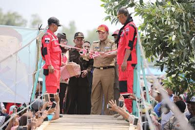 Gubernur Ridho Resmikan Jembatan Gantung Darurat di Braja Emas Way Jepara