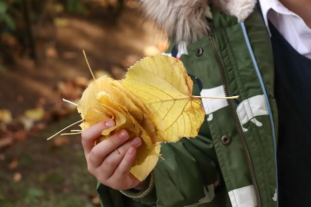activite enfant avec feuilles automne