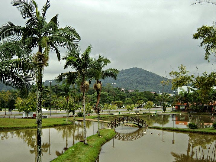 Lago no Parque da Expoville, em Joinville