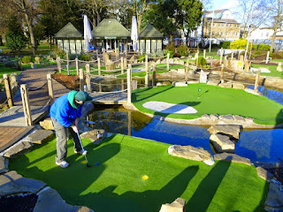 Pro Minigolfer Pat Sheridan playing the Putt in the Park course in Wandsworth on a visit to London