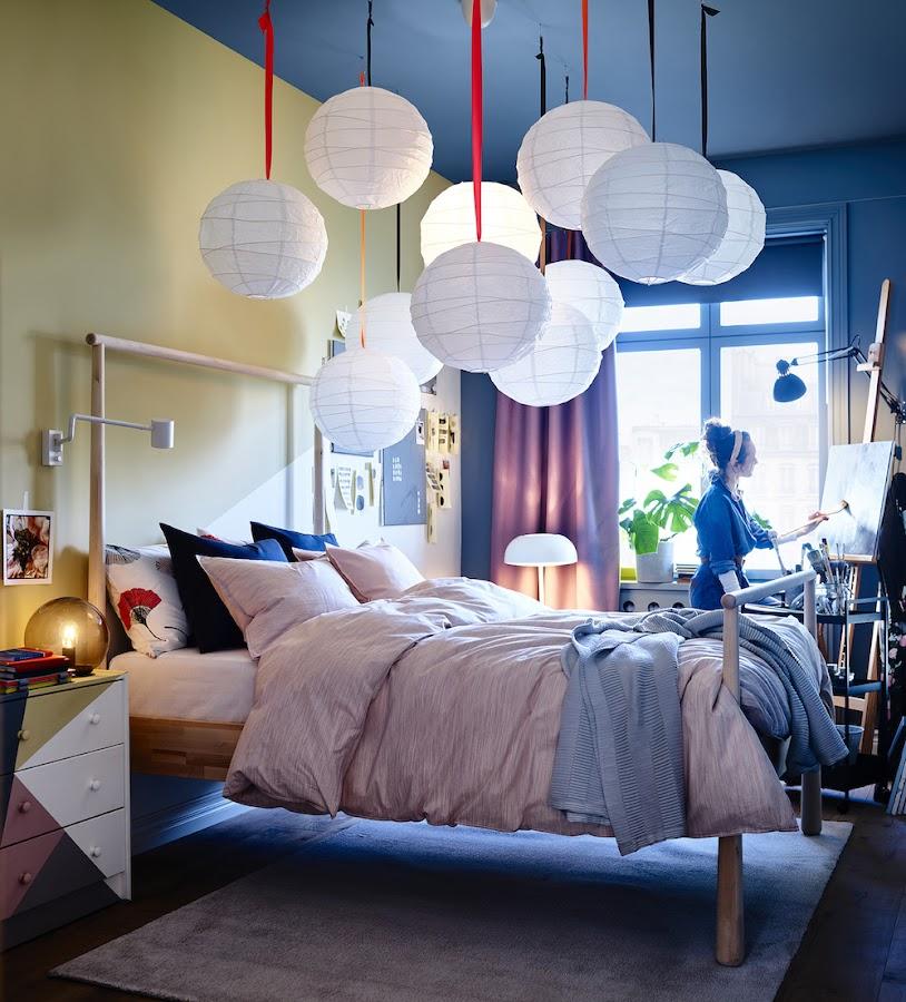 Nuevo catálogo IKEA 2020, dormitorio con paredes en dos colores