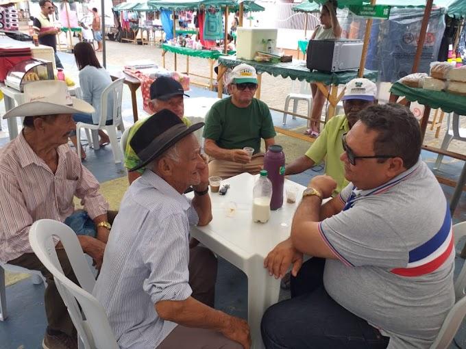Um café harmonioso na feira livre de Japi