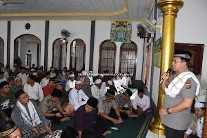 Kapolda Jambi Laksanakan Sholat Jum'at Keliling Dimasjid Nahdatut Thulab di Tanjabtim