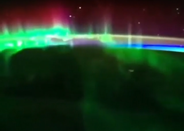 We can see the UFO very clear approaching from the right of the screen.