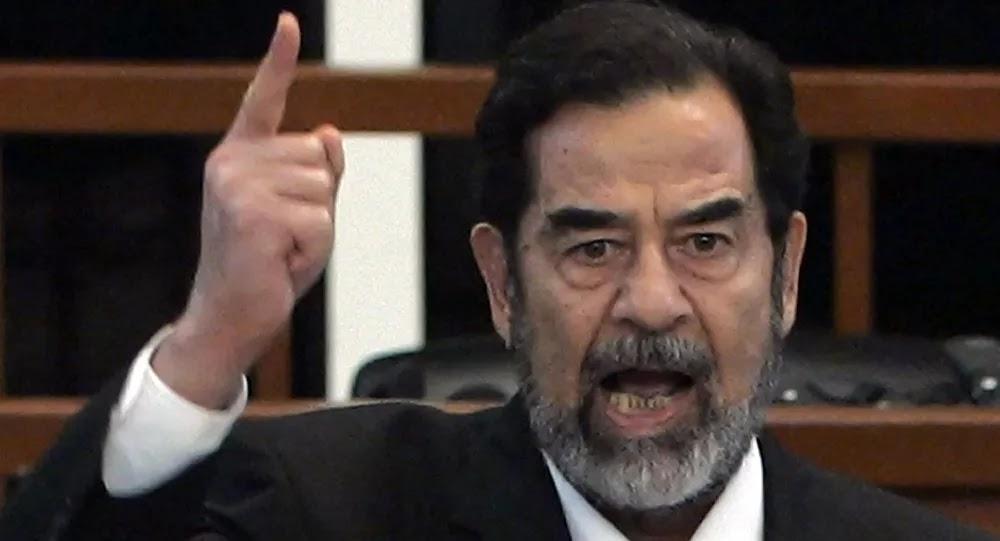 صورة كبيرة لصدام حسين في مجلس عزاء القاضي الذي حاكمه... صور