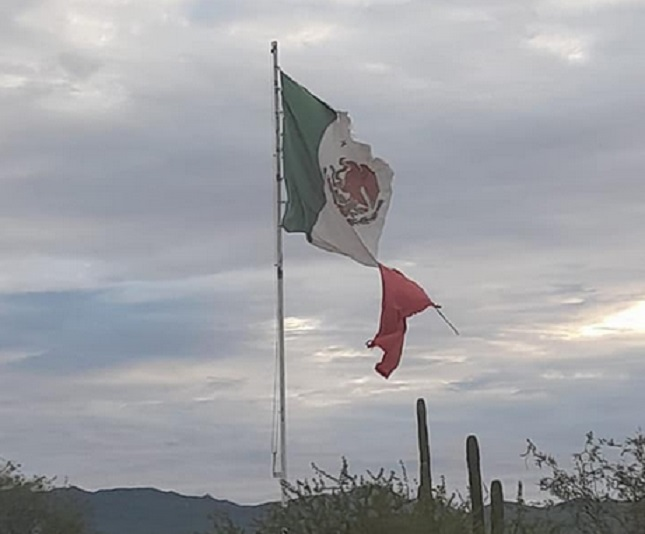 Government removes the ripped Mexican flag