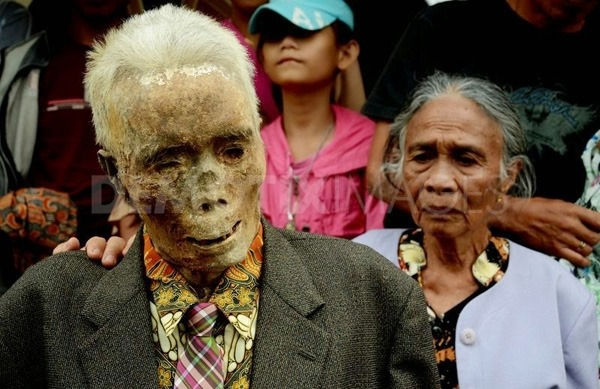 Chuyện lạ: Xác chết đội mồ tìm đường về nhà