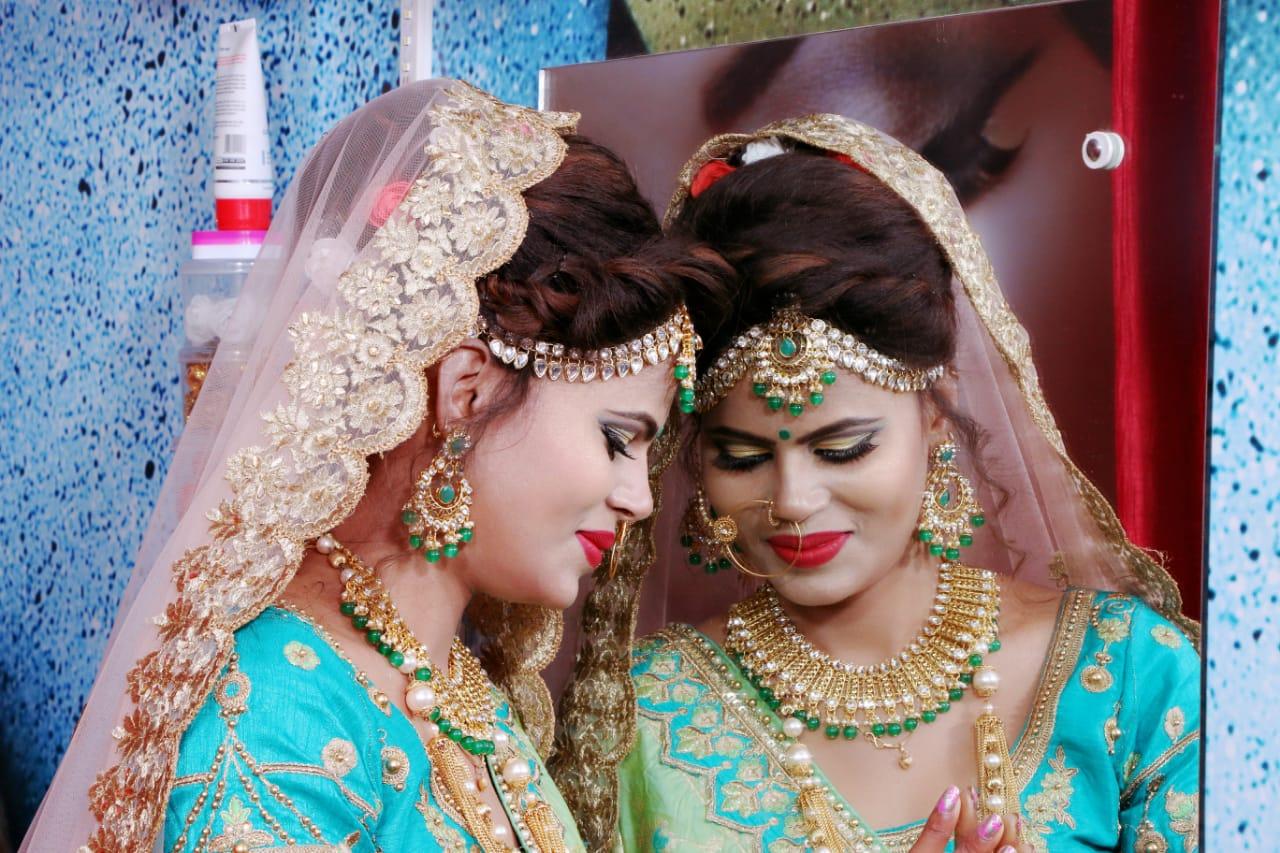 Makeup-artist-Lakshmi-Kankhediya-did-a-bridal-theme-photoshoot-given-beauty-tips