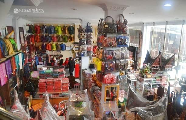 Mau Cari Ulos di Medan? ke Galeri Ulos Sianipar Aja