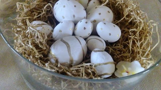 Αυγά με χρυσές λεπτομέρειες
