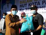 Wako Hendri Septa Serahkan Bantuan Sembako Bagi Buruh Angkat, PKL dan Pedagang Pasar