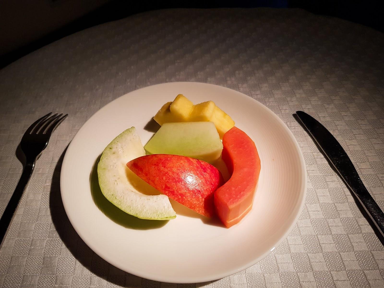 長榮航空 77W 商務艙 BR87 桃園→巴黎 TPE-CDG 早餐飯後水果