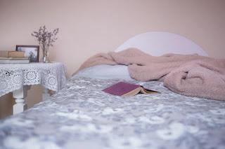 Cara merapikan tempat tidur yang benar