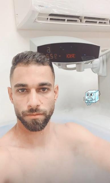 عمرو السولية يخضع لجلسة استشفاء بالثلج